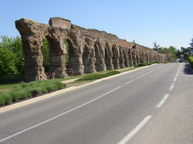 1000 images about acquedotti roman aqueducts on pinterest for Cuisinella chaponost nimes